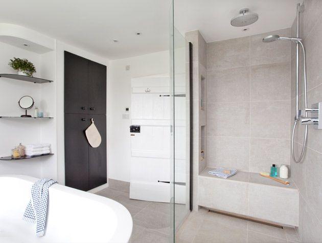 Elegant bathroom with tub centrepiece 3