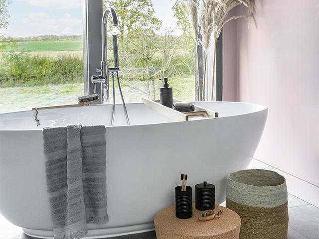 minimalist bath