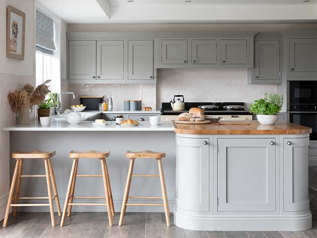 Shaker style itchen finished with breakfast bar and grey units